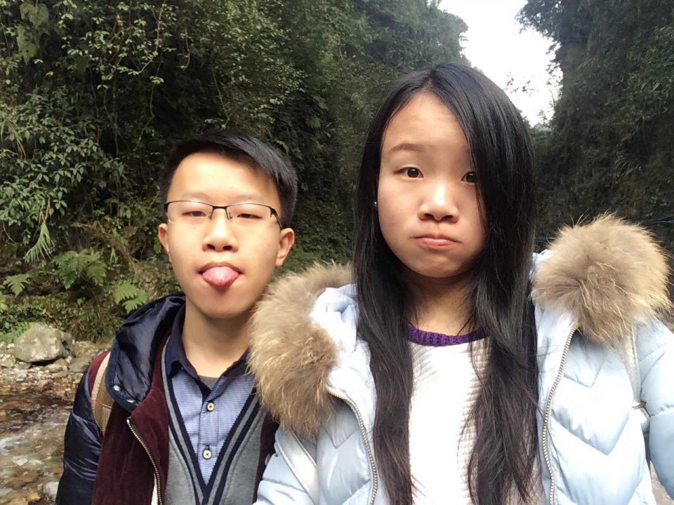 Climbing 3099m of Mount Emei with My brother